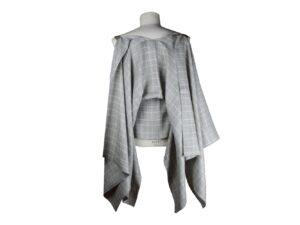 Mantella pastrano colore grigio a quadri in lino e cotone con bretella beige